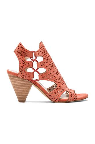 heel red shoes