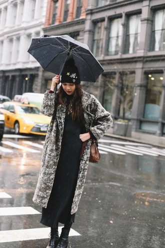dylana suarez blogger dress coat hat bag shoes grey cardigan midi dress beanie winter outfits boots tumblr grey coat black dress maxi dress black boots knitted beanie pom pom beanie black beanie brown bag umbrella