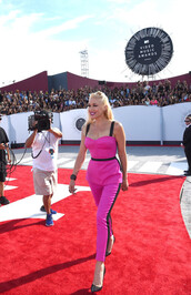 pants,top,gwen stefani,mtv,shoes,vma,pink,red carpet
