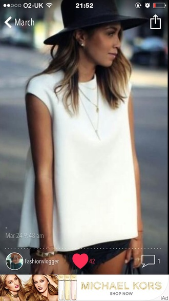 top shirt t-shirt white white top fashion fashion blogger blog blogger hat shorts grey black necklace bracelets bag handbag white t-shirt jewels
