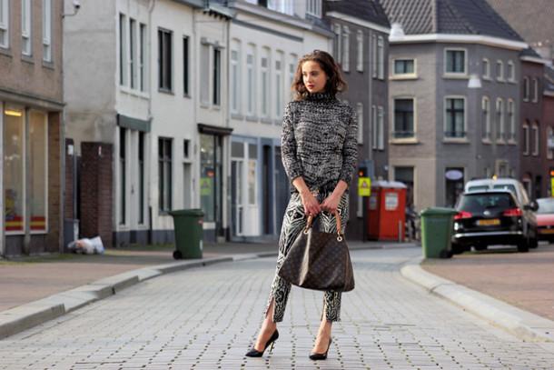 mode d'amour sweater pants shoes belt bag