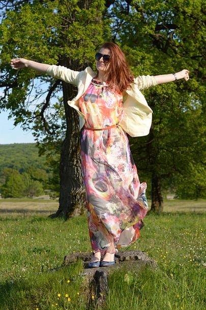 un strop de culoare jacket sunglasses belt dress