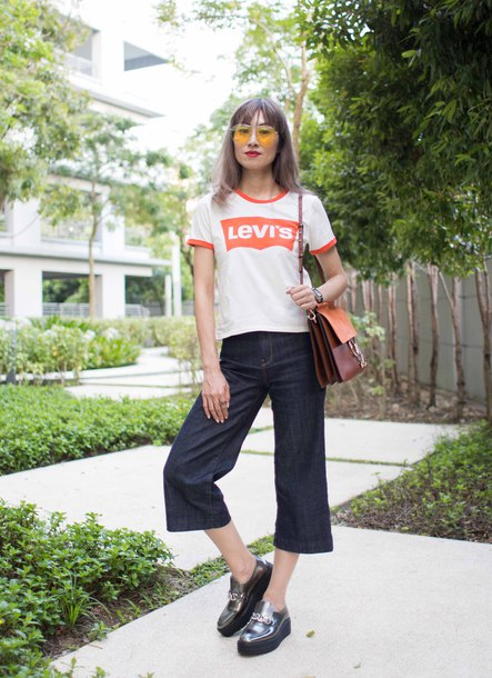 t-shirt graphic tee wide-leg pants cropped pants cropped jeans loafers shoulder bag tainted sunglasses blogger blogger style levis t-shirt