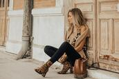 mi aventura con la moda,blogger,top,sweater,jeans,bag,shoes,fall outfits,fall colors,leopard print,ankle boots,leopard booties