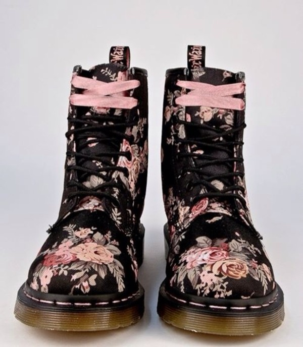 shoes flowers boots roses shoes pastel pastel goth pastel grunge DrMartens