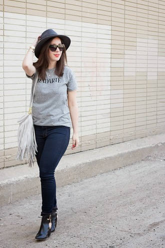 adventures in fashion blogger sunglasses cut out ankle boots grey t-shirt