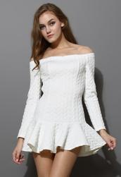 dress,quilt,off the shoulder,frill hem,white