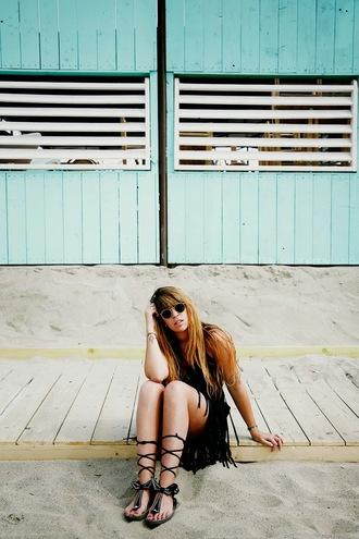 fringe and frange blogger all black everything black sunglasses fringe skirt black sandals