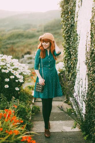 the clothes blogger green dress retro