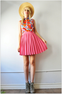 Fancytreehouse — pink pleated mini skirt