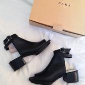 shoes,zara,little black boots,boots,black,tumblr,cute,heels,leather,buckles,beautiful,zara shoes,ankle boots,leather wedges,talon,fille,rock,noir,boucles,boots talon,summer shoes,soirée,fête,grunge,pale,soft,classe,back,straps,booties,classy,black shoes,black zara,zara boots,black boots,summer,pretty,ankle strap heels,peep toe,black heels,girls hbo,classy wishlist,boho chic,leather sandals,ankle boots black,high heels boots