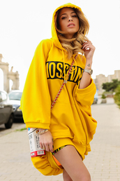 chiara nasti,blogger,jewels,yellow,oversized sweater,moschino,hoodie
