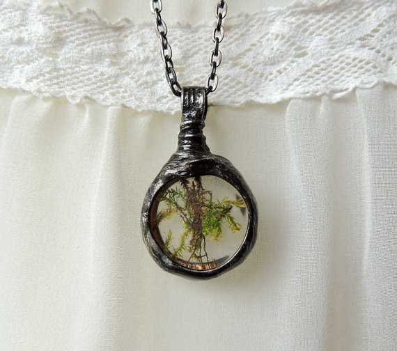 Terrarium jewelry tiny real moss necklace terrarium for Gemsprouts tiny plant jewelry