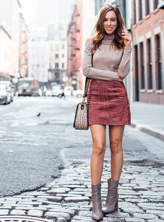 sydne summer's fashion reviews & style tips blogger top skirt bag jewels sunglasses shoes stacked wood heels date outfit