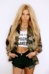 jacket,camouflage,shorts,veste army,t-shirt,shirt,military style,millitary cape,short,black,top,celebrity style