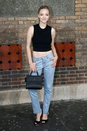 top,crop tops,jeans,purse,sandals,amanda seyfried,black crop top