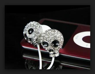 earphones silver skulls