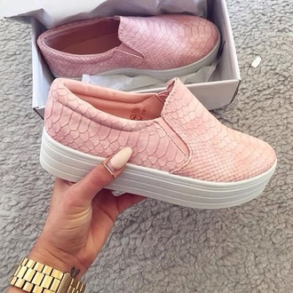 shoes baby pink pink snake skin shoes slip on shoes slip on sneakers pink sneakers pink shoes girly girl girly wishlist rose snake print flats