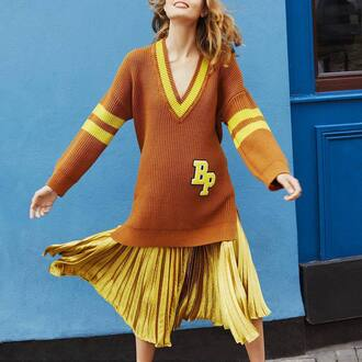 skirt all yellow outfit yellow yellow skirt pleated skirt pleated metallic pleated skirt sweater yellow sweater v neck