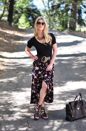 love maegan,blogger,skirt,t-shirt,belt