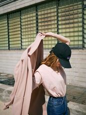 coat,light coat,pink coat,dusty pink,black cap,cap,pink t-shirt,high waisted jeans,aesthetic,t-shirt,long coat,duster coat,cool,outfit idea