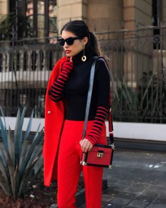 sweater shoulder bag tumblr blue sweater turtleneck bag red bag pants red pants coat red coat sunglasses tommy hilfiger