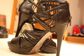 heels,black,strappy,shoes