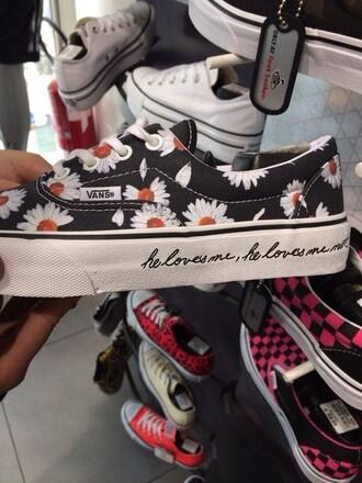 shoes vans skate skater girl he loves me he loves me not he loves me not vans vans era vans classic era vans sneakers skater daisies vans daisies