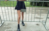 skirt,black,mini,shoes,pleated skirt