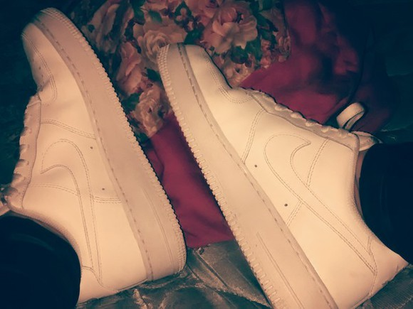 shoes white shoes air force 1 air force ones nike sneakers nike air force 1 cocaine white omg girlz steal her style we love you bahja