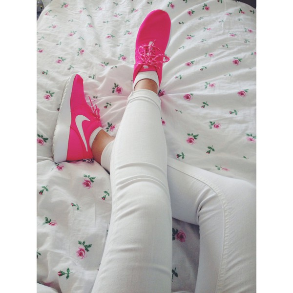 shoes pink nike running shoes white