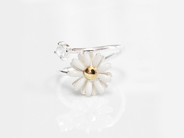 White Daisy Flower Ring                           | Hello Miss Apple
