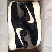 shoes,nike,nike roshe run,sneakers,navy,tumblr,nike sneakers,nike rosherun black with white spots,black,polka dots,roshes