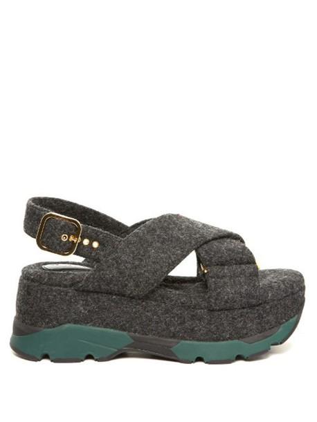 8ce87c92bc71 MARNI Felt criss-cross flatform sandals in grey - Wheretoget