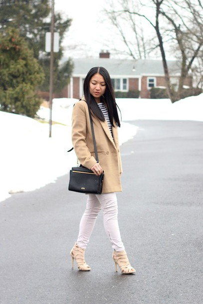 looks by lau blogger camel coat white jeans