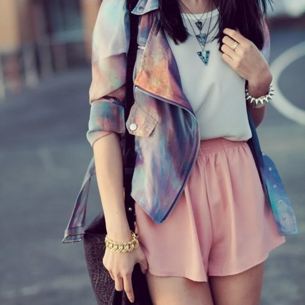 jacket colorful cool unordinary creative cute beautiful jeans denim shorts pink violet pastel shirt jewelry bag grey