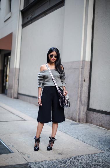 walk in wonderland blogger bag jewels top