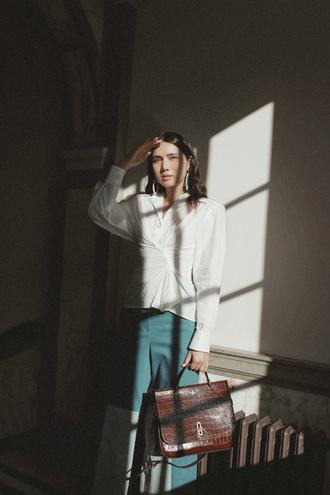 dylana suarez blogger top pants bag jewels shoes