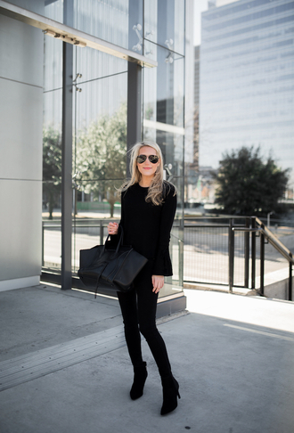 krystal schlegel blogger sweater top jeans shoes sunglasses make-up all black everything winter outfits black bag boots