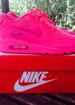 hot pink and bianca nike air max