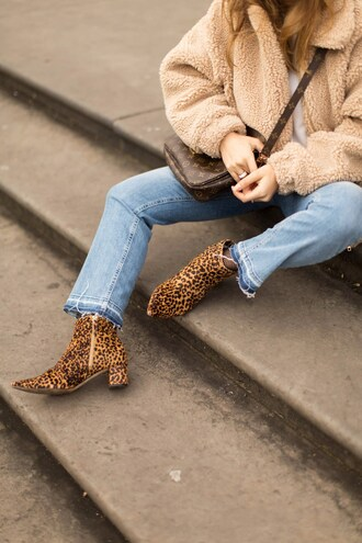 shoes tumblr mid heel boots printed boots leopard print ankle boots pointed boots denim jeans blue jeans jacket fuzzy jacket camel camel jacket bag brown bag