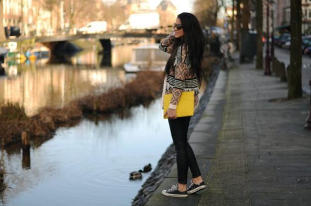 satisfashion blogger cardigan pouch aztec converse t-shirt jeans shoes bershka black leather pants h&m streetwear