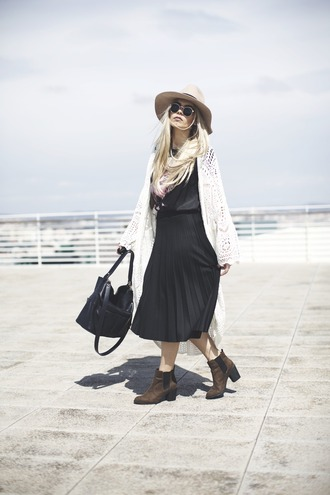 room91 blogger hat crochet kimono black skirt midi skirt ankle boots round sunglasses black leather bag spring spring outfits