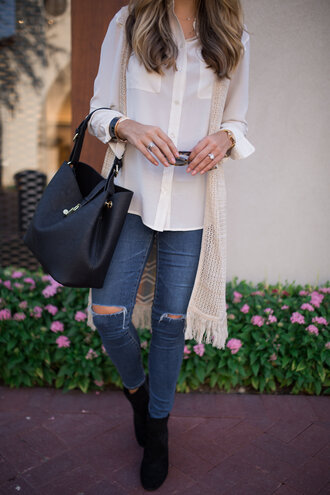 the teacher diva blogger sweater blouse jewels shoes sunglasses make-up button up black bag ripped jeans skinny jeans cardigan blue jeans white shirt vest