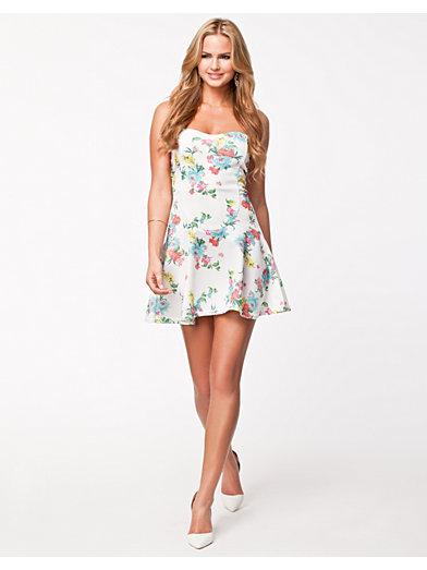 Bandeau Waffle Dress - Oneness - Hvit - Festkjoler - Klær - Kvinne - Nelly.com