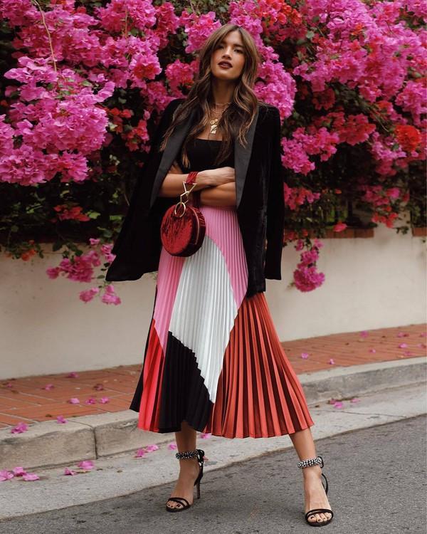 skirt pink rocky barnes instagram blogger pleated midi skirt blogger style sandals sandal heels blazer black blazer jacket black sandals handbag black top