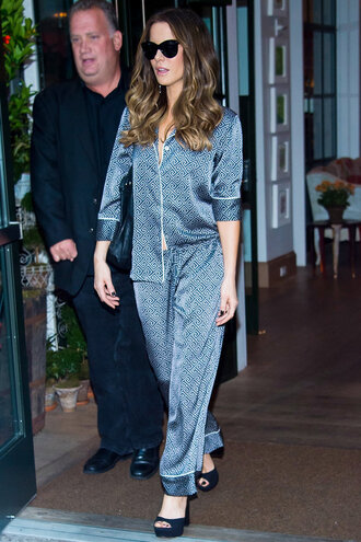 pants blouse pajamas kate beckinsale platform sandals sunglasses