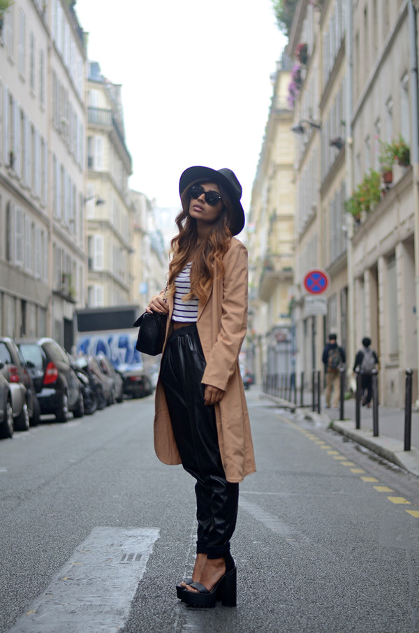 she wears fashion blogger top sunglasses shoes