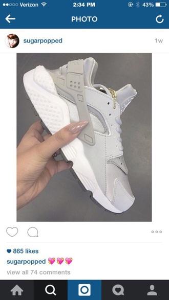 shoes gray white gold chain shoe nike huarache