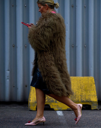 coat tumblr brown coat fur coat oversized oversized coat big fur coat pumps pointed toe pumps mid heel pumps pink shoes streetstyle fashion week 2017